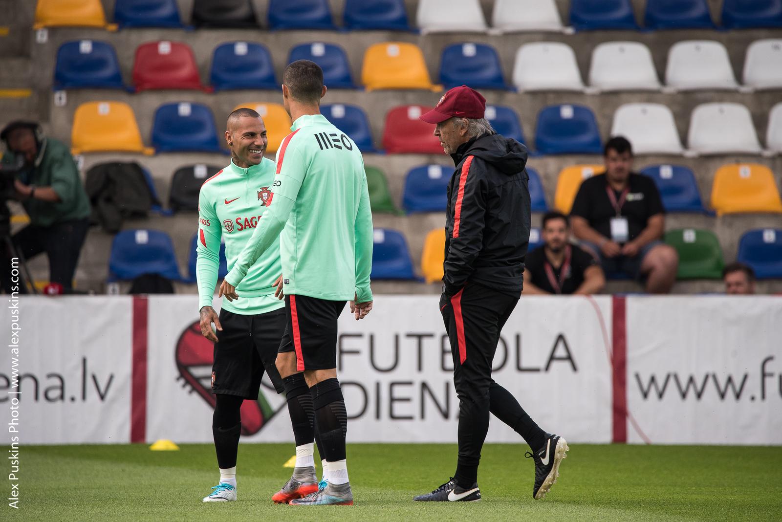 Тренировка сборной Португалии с Криштиано Рональду в Риге - фото